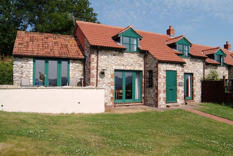 Sceat Cottage is one of a small group of barn conversions in a glorious hilltop position.