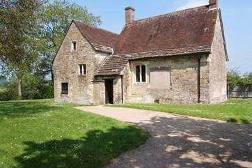 English Heritage Fiddleford Mill and water meadows are a few minutes drive away.