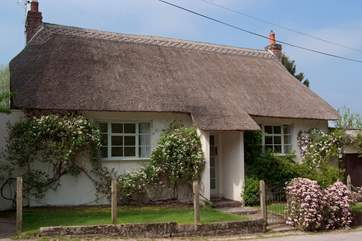 The Old School House faces a tiny no-through lane in this peaceful hamlet - its secluded garden is at the back.