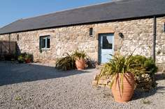 Blue Barn - Holiday Cottage - 2.4 miles NE of Porthcurno