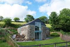 West Barn - Holiday Cottage - 1.4 miles NE of St Neot