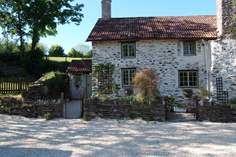 Week Cottage - Holiday Cottage - 3.3 miles N of Dulverton
