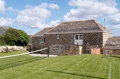 Wallis Barn - Holiday Cottage - 2.7 miles S of Helston