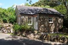 The Mousehole - Holiday Cottage - 1.1 miles NW of Lamorna Cove