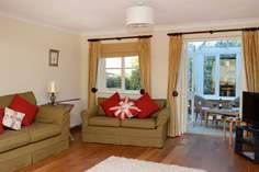 Briar Cottage - Holiday Cottage - 4.1 miles N of Bridport