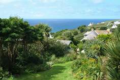 Twelve Steps - Holiday Cottage - Mawgan Porth