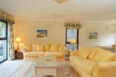 Camellia Cottage - Holiday Cottage - 2.4 miles SW of Falmouth