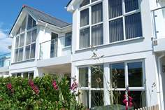 Seahorses - Holiday Cottage - 4.3 miles NE of Newquay