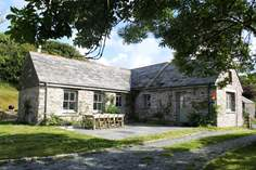 Owl Barn - Holiday Cottage - 1.6 miles SE of Boscastle