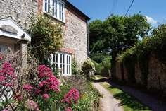 Hideaway Cottage - Holiday Cottage - 3.8 miles E of Lyme Regis