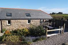 Barneys Barn - Holiday Cottage - 2.3 miles E of Sennen