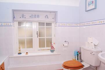There is a friendly seaside theme in the family bathroom.