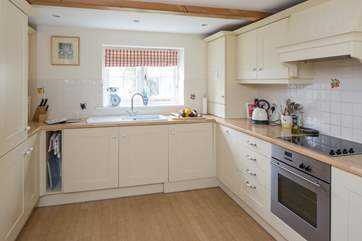 The well equipped kitchen has all that you need to produce holiday treats for all the family.