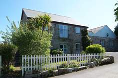 Old Coach House - Holiday Cottage - 4.2 miles W of Falmouth