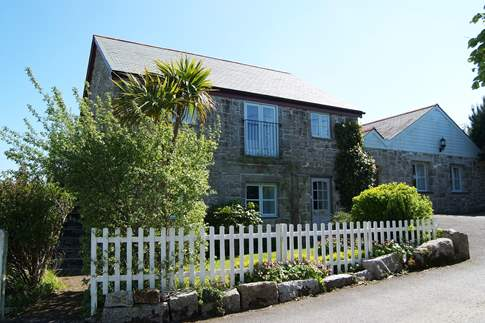 Set in peaceful surroundings, Old Coach House is stylish, beautifully furnished, and very spacious inside.