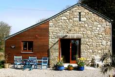 Chygwins Barn - Holiday Cottage - 1.4 miles NE of Praa Sands