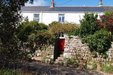The Old Post Office is set in a very peaceful area just above Mousehole.