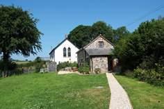 Carzantic Chapel Barn - Holiday Cottage - 2.1 miles SE of Launceston