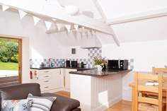Monty's Den - Holiday Cottage - 3.5 miles NW of Beaminster