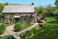 Lavethan Mill Sleeps 10 + 2 cots, 3.8 miles N of Bodmin.