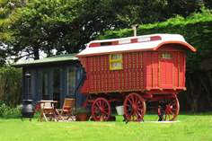 Jinka's Wagon with Cabin - Holiday Cottage - 5.3 miles NW of Looe