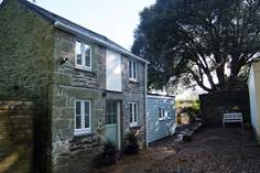Newham House Cottage Sleeps 2 + cot, 2 miles NE of Porthleven.