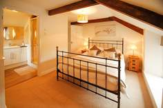 The Old Farmhouse Sleeps 8 + cot, 3.9 miles E of Wadebridge.