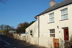 Chy an Bre Sleeps 5 + cot, 2.7 miles SE of Helston.
