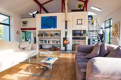 The Pool House Sleeps 3, 2.4 miles E of Marazion.