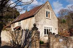 Kingham Cottage Sleeps 4 + cot, 2.1 miles S of Bath.