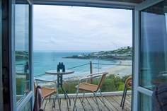 The Anchorage Sleeps 3 + cot, Coverack.