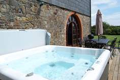 The Granary Sleeps 7 + cot, 1 mile E of Widemouth Bay.