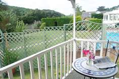 Cosy Corner Sleeps 2, 2.6 miles E of Truro.