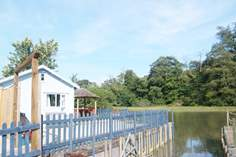 Riverbank Studio - Holiday Cottage - 2.6 miles E of Truro