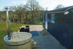 Otter's Holt Shepherd's Hut - Holiday Cottage - Ottery St Mary