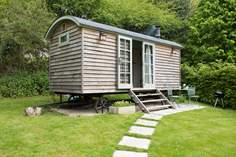 Juniper Shepherd's Hut - Holiday Cottage - 4.1 miles NW of Falmouth
