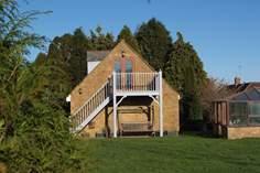 The Coach House sleeps Sleeps 2 + cot, 1.4 miles N of Crewkerne.