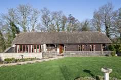 Brookland Barn sleeps Sleeps 4 + cot, 3.8 miles S of Shaftesbury.