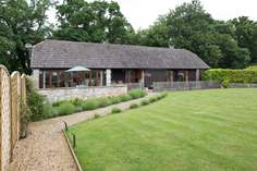 Brookland Barn - Holiday Cottage - 3.8 miles S of Shaftesbury