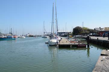 Lymington from the old harbour, from the other side of the river you can take a day trip to the Isle of Wight, the ferry takes about 30 minutes to Yarmouth.