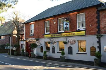The Nelson pub is a two minute walk from Sandy Days, it also has an extensive Thai takeaway menu.