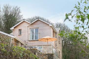 Tin Stream Cottage is a modern new cottage built using the stone from the crumbling remains of the old cottage that used to stand here.