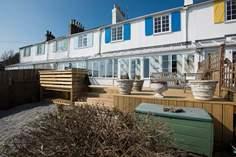 Cobb Cottage Sleeps 8 + cot, Lyme Regis.