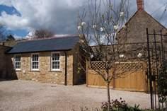 Vine Cottage Retreat sleeps Sleeps 2, 3.9 miles E of Ilminster.