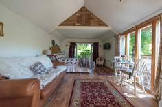 The Cabin at Wrinklers Wood - Holiday Cottage - 2 miles SE of St Agnes