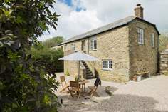 Carminowe View Cottage Sleeps 4 + cot, 1.7 miles E of Porthleven.