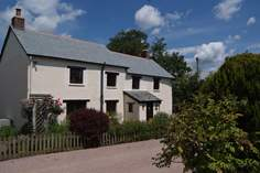 Whitelake Farmhouse Sleeps 8 + cot, 4.6 miles S of Barnstaple.