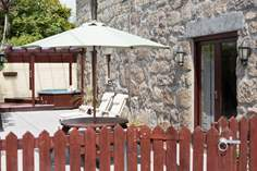 Bew Cottage Sleeps 6 + cot, Lamorna Cove.