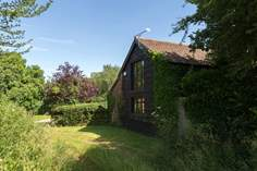 Oak Tree Barn Sleeps 4 + cot, 4.5 miles NE of Taunton.