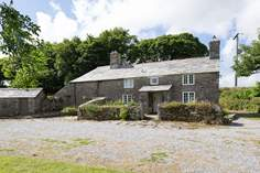 South Priddacombe Cottage Sleeps 5 + cot, 8.4 miles NE of Bodmin.